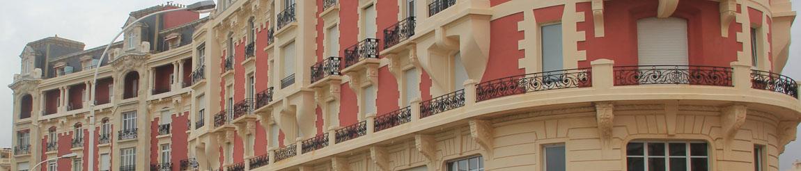 Illustration représentant un bâtiment de l'article du blog Démocratie Quotidienne sur le logement à Biarritz selon la candidate Maider Arosteguy